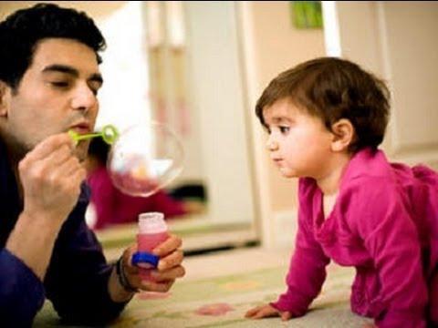 متى ينطق الطفل اول كلمه