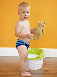 افضل عمر لتدريب الطفل على الحمام